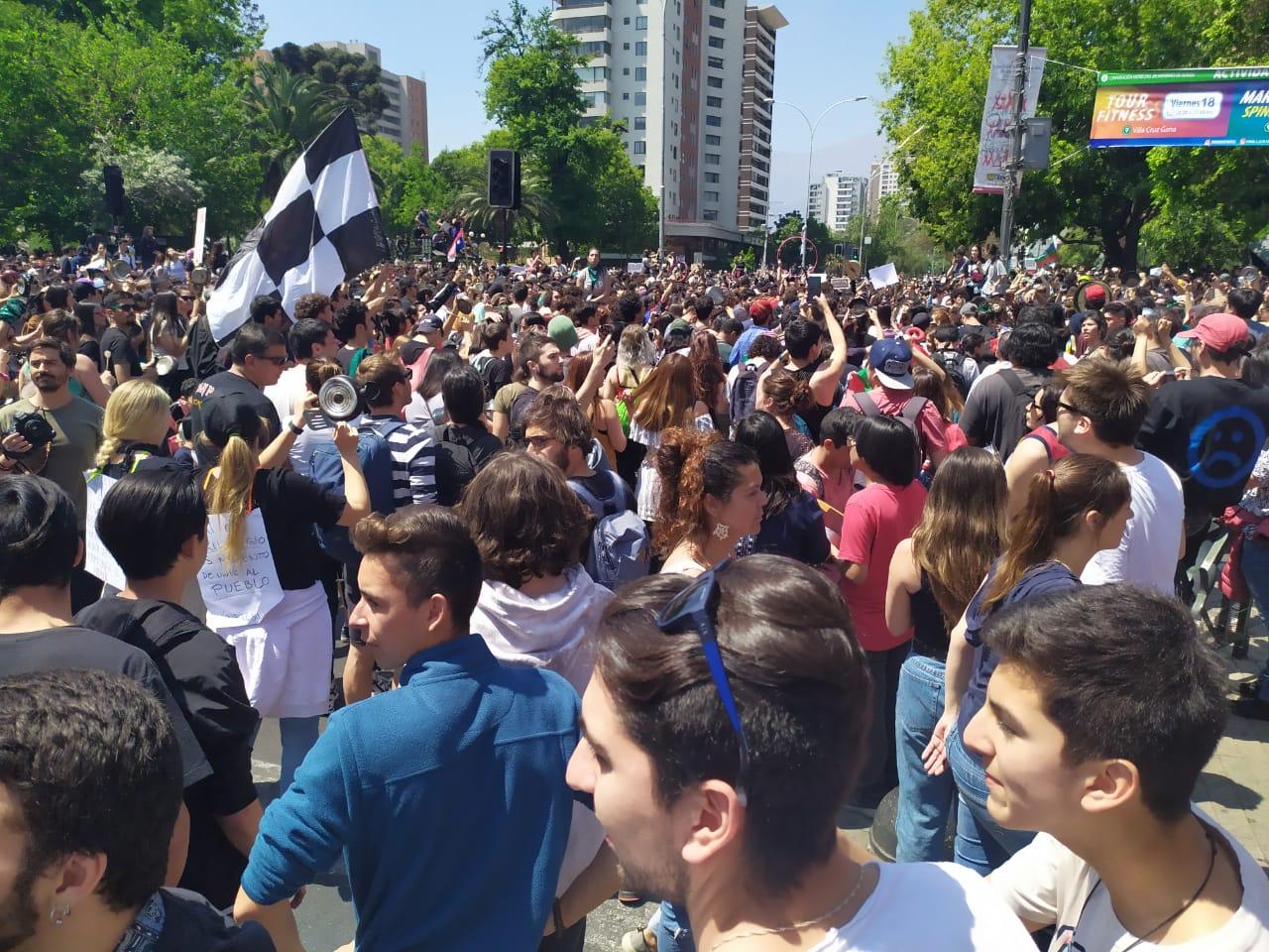 La imagen cuenta cuántas personas estuvieron en la manifestación